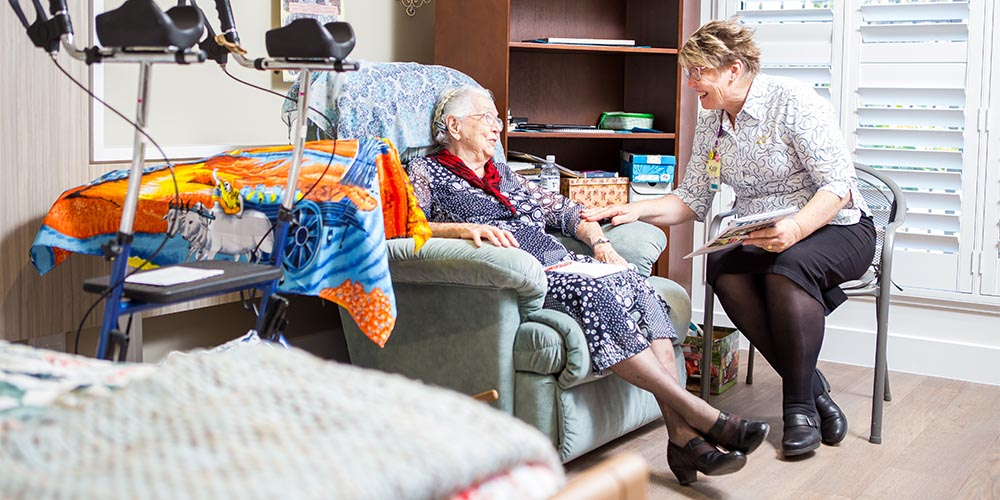 beauaraba_living_brookstead_and_pampas_houses_resident_talking_to_staff_member